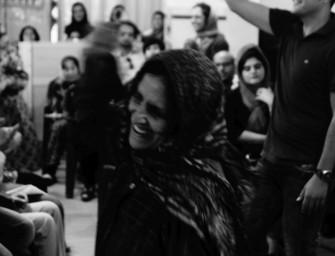 Shiraz: Dancing Queens auf dem Schlachtfeld