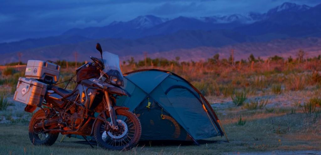 Motorrad Zelt in Kirgistan